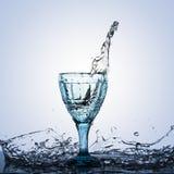 Eine Fotografie einer Spitze im Alkohol in einem Weinleseglas Lizenzfreie Stockfotografie