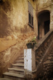 Eine französische Tür und ein Treppenhaus Stockfoto