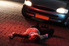 Eine Frau beendet in einem Autounfall Stockbild