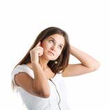 Eine Frau, die durch Handy spricht Lizenzfreies Stockfoto