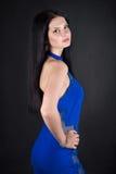 Eine Frau in einem blauen Kleid Lizenzfreies Stockbild