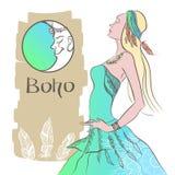 Eine Frau in einem Kleid Boho-Art Lizenzfreie Stockfotografie