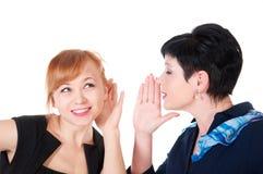 Eine Frau sagte weich in seinem Ohr die andere stockfotos