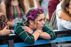Eine Frau von der Menge an Dcode-Festival Stockfoto