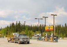Eine freundliche Gasinsel am teslin, Yukon-Territorien lizenzfreies stockfoto