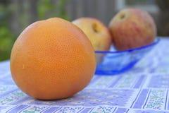 Eine Frucht ist gute zwei ist besser Lizenzfreies Stockbild