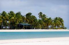 Eine Fuß-Inselpost im Aitutaki-Lagunen-Koch Islands Lizenzfreies Stockbild