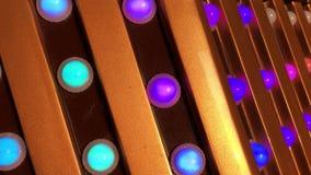 Eine funkelnde Neonröhre stock footage