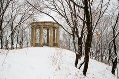 Eine Gasse im alten Stadtpark nach schwere Schneefälle Stockbild