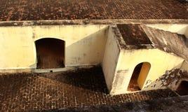 Eine gealterte Draufsicht der Halle des ersten Stockwerkes des Manora-Forts Stockfotos