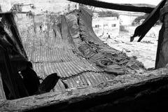 Eine gebrannte Szene mit einem eingestürzten Dach Stockfotografie