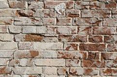 Eine gebrochene Backsteinmauer Stockfotografie