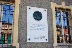 Eine Gedenkplakette von Ermete Zacconi stockbild