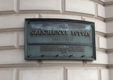 Eine Gedenkplakette, zum von Istvan Szechenyi, von ungarischem Politiker, von Politologen und von Verfasser zu zählen stockfotografie
