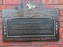 Eine Gedenktafel zu Pony Express stockfotos
