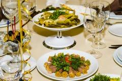Eine gediente Tabelle an einem Restaurant Lizenzfreies Stockfoto