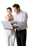 Eine Geschäftsfrau- und Geschäftsmanlohnaufmerksamkeit Stockfoto