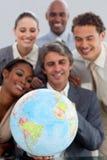 Eine Geschäftsgruppe, die ethnische Verschiedenartigkeit zeigt stockbild
