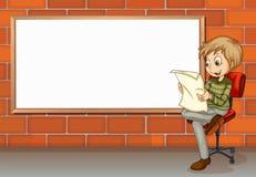 Eine Geschäftsmannlesung neben dem leeren Brett Stockbild