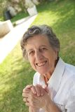 Eine glückliche alte Frau Stockfoto