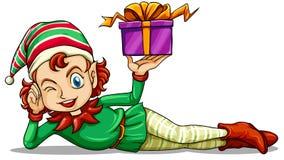 Eine glückliche Elfe, die ein Geschenk hält Stockfoto