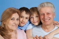 Eine glückliche vierköpfige Familie Stockfotos