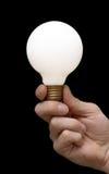 Eine Glühlampe in einer Hand Stockfotos