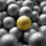 Eine goldene Kugel Stockfoto