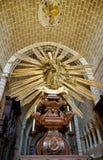 Eine goldene Statue innerhalb des hohen Chores Kathedrale von stockfotos