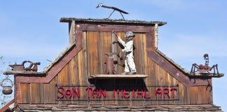 Eine Goldvorkommen-Geisterstadt San Tan Metal Art Sign Lizenzfreie Stockbilder
