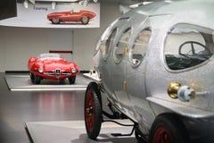 Eine großartige Disco C52 Volante Alfa Romeos 1900 mit 40/60 HP Aerodinamica im Vordergrund auf Anzeige am historischen Museum Al Stockfoto