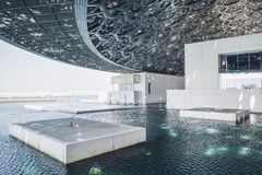 Eine großartige Innen- und schöne Seeansicht vom Louvre AB Lizenzfreie Stockfotos