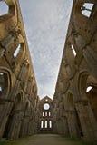 Eine große Ansicht der Abtei von San Galgano Stockbild