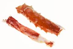 Eine große Phalanx von Füßen eines frischen gekochten Krebsfleischs der Krabbe Hummerbeinnahaufnahme auf einem weißen Hintergrund Stockfotografie