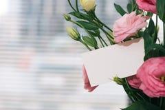 Eine Grußkartenschablone mit einem Platz für Text, ein Foto eines bla stockfotografie