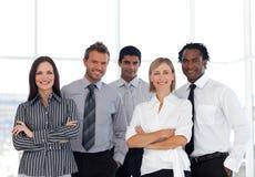 Eine Gruppe überzeugte Geschäftsleute lizenzfreie stockfotos