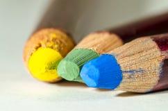 Eine Gruppe colorued Bleistifte stockbild