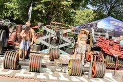 Eine Gruppe des Energieringkampfs mit Eisen Stockfotografie