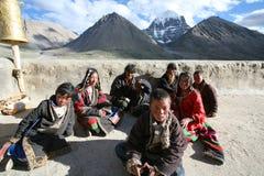 Eine Gruppe Kinder auf einer Pilgerfahrt Lizenzfreie Stockfotos