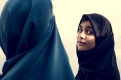 Eine Gruppe moslemische Studenten stockfotos