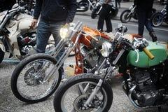 Eine Gruppe Motorräder von einer Versammlung des amerikanischen Motorrades Stockbild