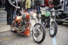 Eine Gruppe Motorräder von einer Versammlung des amerikanischen Motorrades Stockfotografie