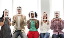 Eine Gruppe verschiedene Freunde stockbilder