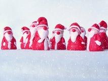 Eine Gruppe von Sankt im Schnee Stockbild