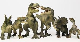 Eine Gruppe von sechs Dinosaurieren in einer Reihe Stockfotografie