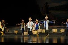 Eine Gruppe von Träger-Jiangxi-Oper eine Laufgewichtswaage Stockbild
