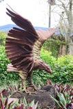 Eine hölzerne Statue des Adlers Stockbild