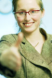 Eine Hand heraus anhalten lizenzfreie stockfotografie