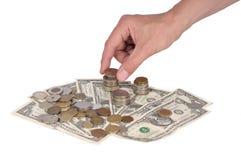 Eine Hand setzt eine Münze Lizenzfreie Stockfotografie