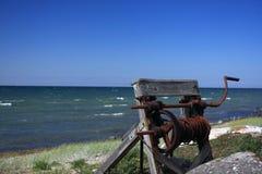 Eine Handkurbel am Strand Lizenzfreie Stockbilder